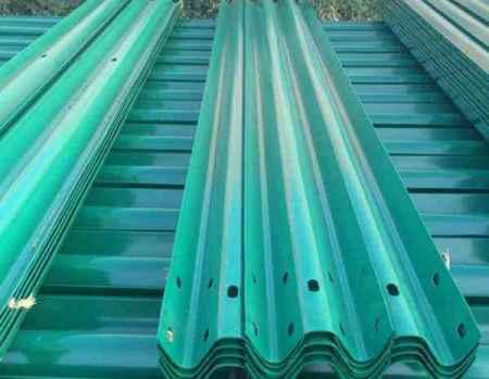 山东国际波形护栏板生产